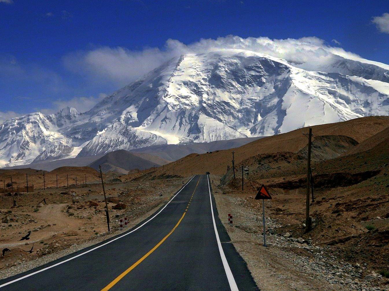 Taklamkan Desert Highway